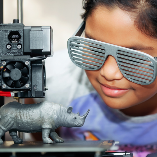 child using 3D printing machine